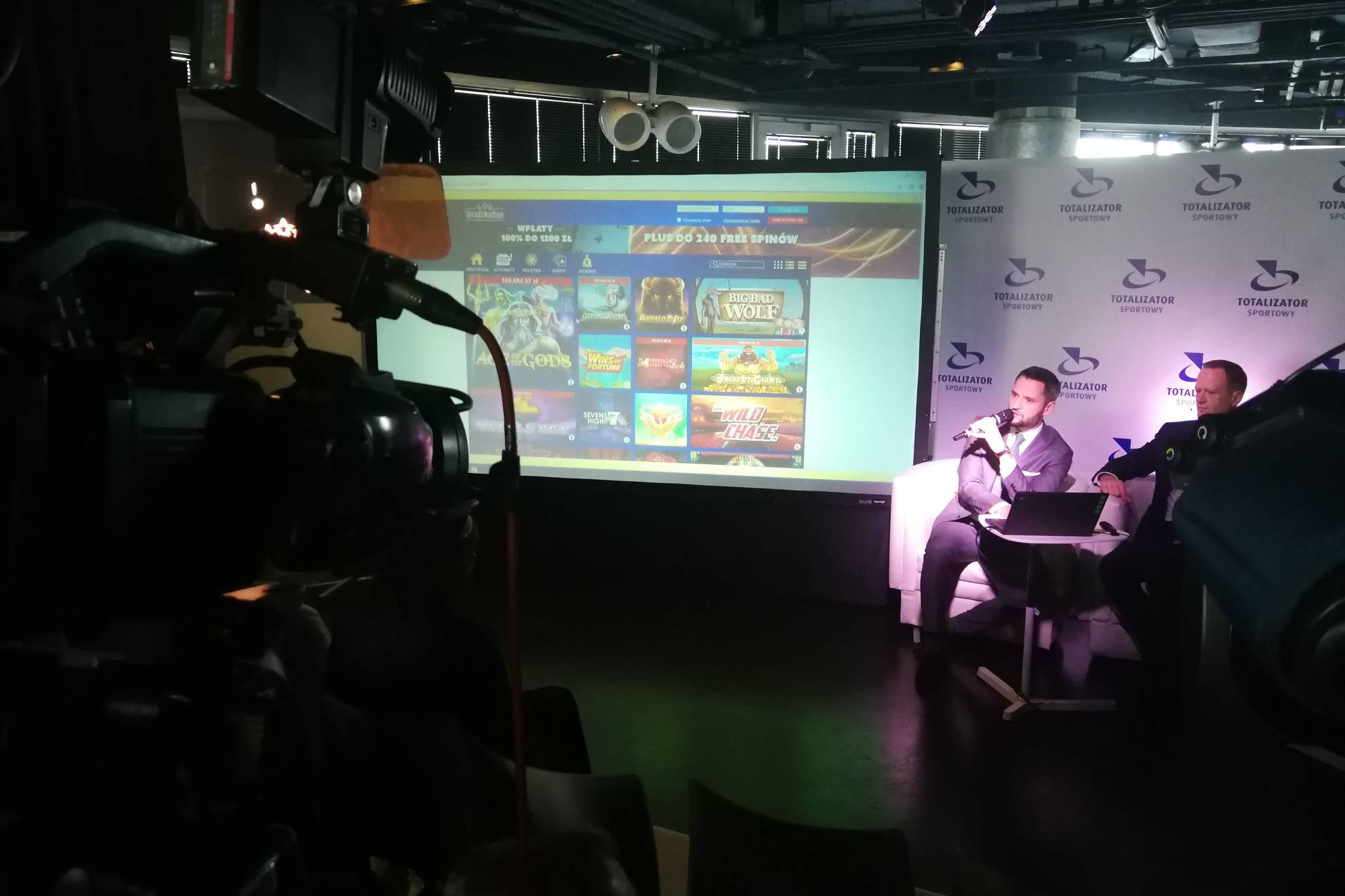 Przedstawiciele firmy na konferencji prasowej kreującej wizerunek medialny