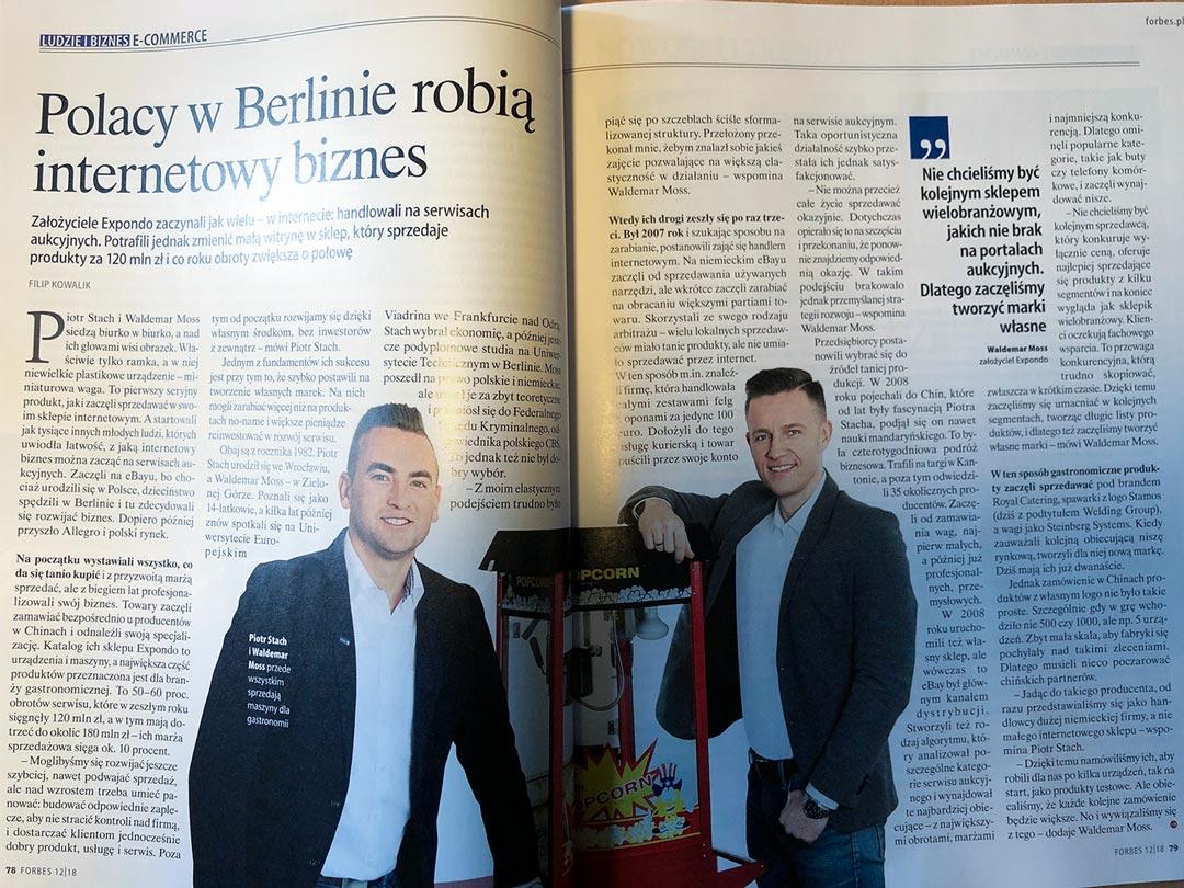Artykuł w magazynie Forbes ze zdjęciem przedstawiającym założycieli firmy Expando